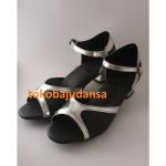 Sepatu Dansa Latin