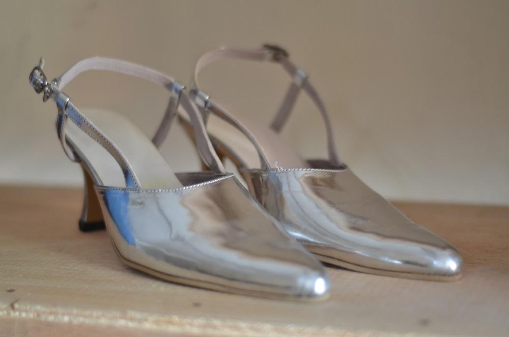 Sepatu Silver