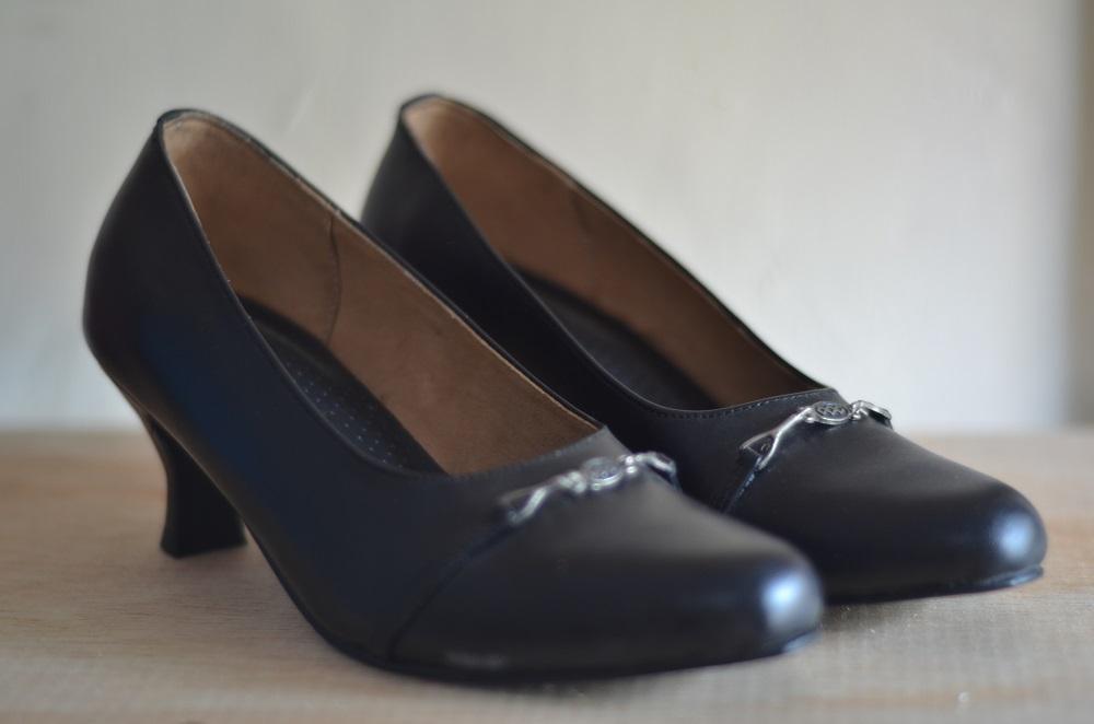 Sepatu Kerja Wanita warna Hitam ukuran 37